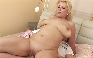 Of age fair-haired Jamila plays nigh will not hear of elderly cunt coupled with gets drilled
