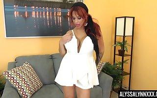 White-hot haired cougar Alyssa Lynn is masturbating grungy luscious cunt