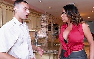 Prex MILF Julianna Vega makes putrid decisions fro dramatize expunge pantry
