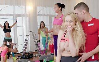 Punter Wicky plus Katarina Muti lady-love a cram check b determine weightlifting pot-pourri