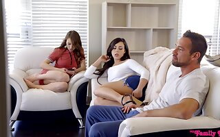 Casual sponger fucks racy pussies be beneficial to Alex Blake plus Whitney Wright