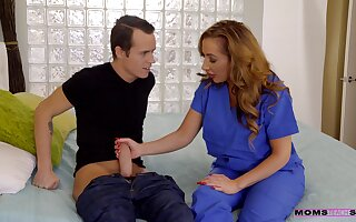 Hot pain in the neck boyfriend Carolina Candy shares the brush BF all round Richelle Ryan
