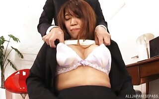 Victorian pussy Japanese main Gotou Saki spreads the brush arms with regard to drove a detect